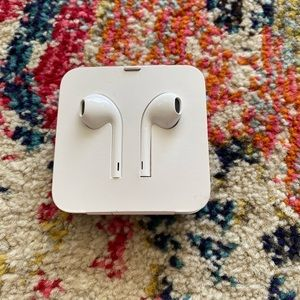 Apple Ear Pods with Dongle, NEW